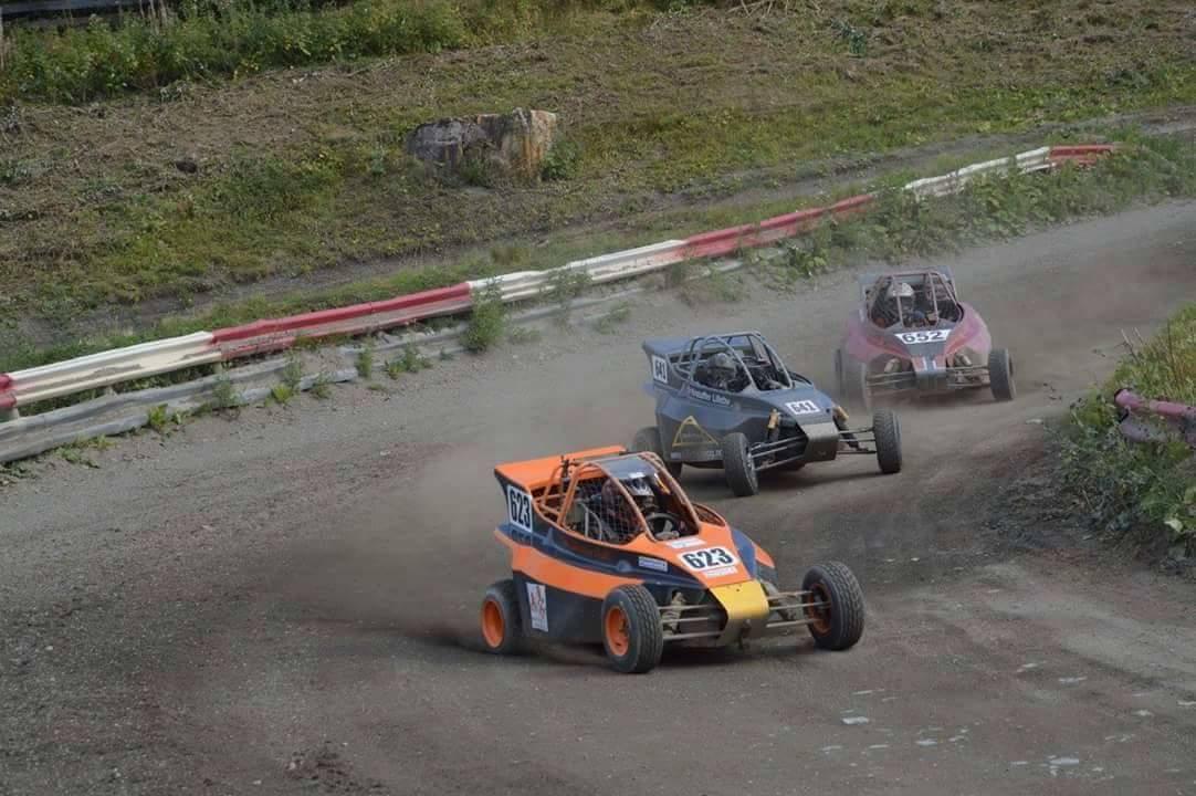 Hans Christian Dahl i aksjon på rallycrossbanen.