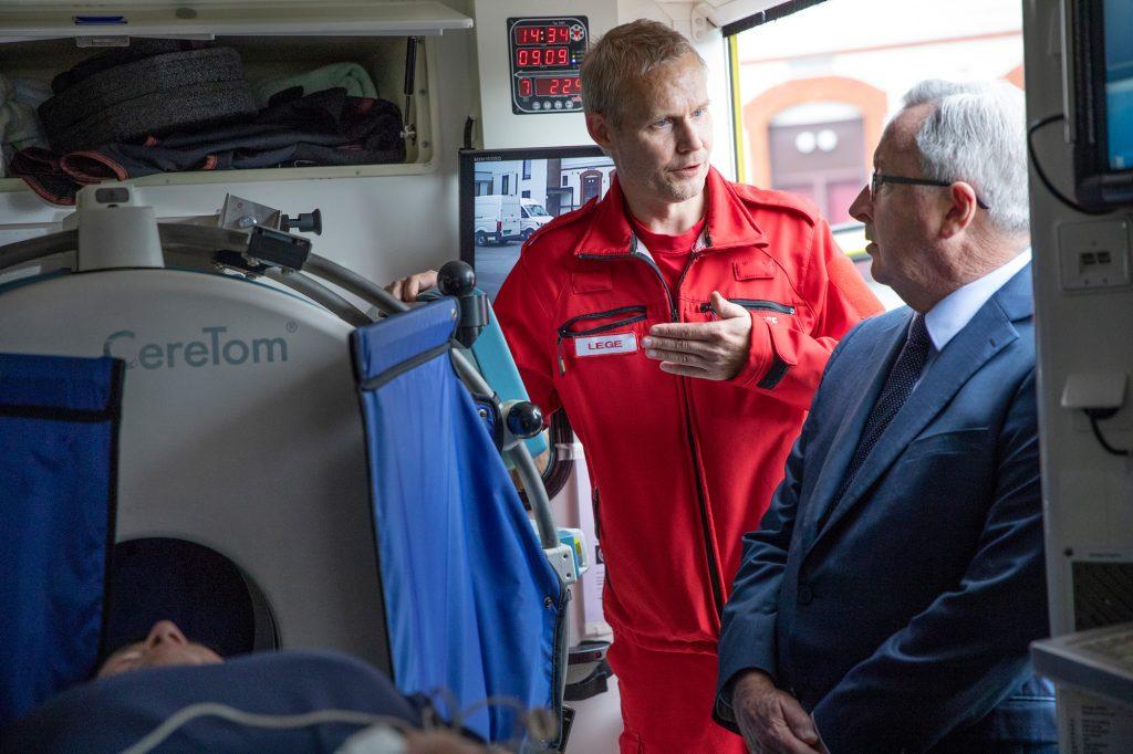 Anestesilege Anders Monstad og Brad Hazzard, som er helseminister for delstaten New South Wales i Australia.